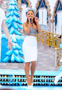 Ariana Grande Performing in the Disney Parks Christmas Parade in Orlando Ariana Grande Disney, Photos Ariana Grande, Ariana Grande Cute, Ariana Grande Outfits, Disney Parks, Orlando, Ariana Grande Wallpaper, Celebrity Style, Celebrity Guys