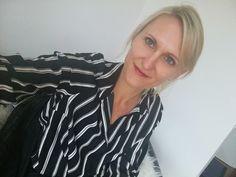, Zimmer, in: Wien Tops, Women, Fashion, Patio, Balcony, Culture, Moda, Fashion Styles, Fashion Illustrations