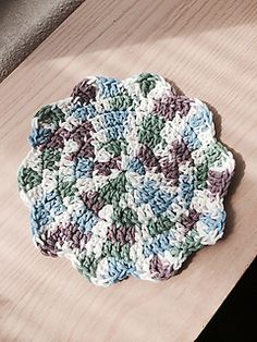 This quick and easy cloth is hand-sized - perfect for cleaning and a great stash buster as well! Worked in the round, it can be completed in one or more colors and is suitable for a beginner level project. An optional loop can be added to allow it to hang within easy reach.