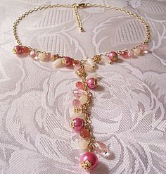 Pink-Necklace Gold Tone Fuchsia Choker Assorted Bead Vintage Chain #vintagenecklace #vintagejewelry #bridaljewelry #prettyjewelrythingsstore #pinkbeadnecklace