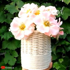 rope basket goes perfectly with colorful flowers. By: rope basket goes perfectly with colorful flowers. Diy Craft Projects, Diy Crafts For Home Decor, Diy Crafts Hacks, Diy Crafts For Gifts, Diy Arts And Crafts, Craft Stick Crafts, Creative Crafts, Flower Box Gift, Diy Flower Boxes