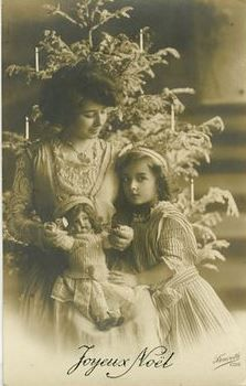 Circa 1910 Christmas Mother and Daughter Girl w Cute Doll Photo Postcard Vintage Christmas Photos, Christmas Past, Victorian Christmas, Christmas Greetings, White Christmas, Christmas Holidays, Antique Photos, Vintage Photos, Old Pictures