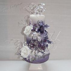 Bruidstaart Paars zilver grijs bloemen Wedding cake Purple Silver Flowers Radiant Orchid