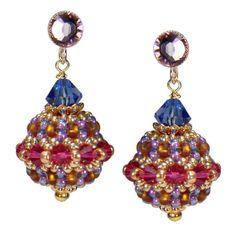 Raffinierter Ohrring mit einem Anhänger aus Rocailles Perlen von Perlotte Schmuck