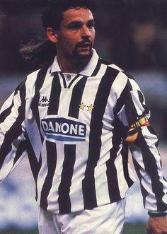 Legends Football, Football Soccer, Roberto Baggio, Juventus Fc, Best Player, Football Players, Old Women, Polo Ralph Lauren, Sport