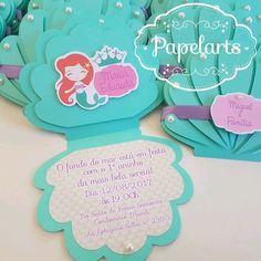convite concha produzido em papel metálico na cor verde Tiffany com impressoes em papel off set 180gr. acompanha fita de cetim e as tags com os nomes dos convidados personalizados