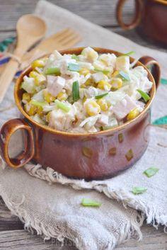 Sałatka z selerem konserwowym Healthy Salads, Healthy Recipes, Healthy Foods, Polish Recipes, Polish Food, Cheeseburger Chowder, Salad Recipes, Potato Salad, Macaroni And Cheese