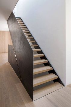 Simple and Modern Staircase Design Ideas (Best for Home and Office) - JJones Stair Handrail, Staircase Railings, Stairways, Staircase Remodel, Open Staircase, Stairs Cladding, Interior Staircase, Staircase Design, Interior Architecture
