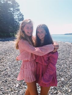 Look Your Best With This Fashion Advice Best Friend Poses, Go Best Friend, Best Friend Pictures, Friend Photos, Preppy Outfits, Summer Outfits, Cute Outfits, Preppy Clothes, Summer Clothes