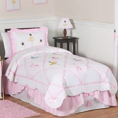 This pretty pink ballet bedding set has detailed satin appliques of dancing ballerinas and pink embroidered ballet slippers. Your little dancing princess will fall in love with her room and dream happily of pirouettes.