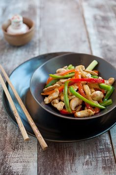 Bell Pepper Chicken: This recipe is simple: it is bursting with the aroma and peppery flavor of the bell peppers and the light sauce pairs well with the chicken. Add some fresh button mushrooms for an extra layer of taste. #bellpepper #chicken #chinese
