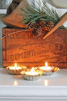 tea lights in tart tins Cottage Christmas, Natural Christmas, Primitive Christmas, Scandinavian Christmas, Little Christmas, Country Christmas, All Things Christmas, Winter Christmas, Christmas Crafts