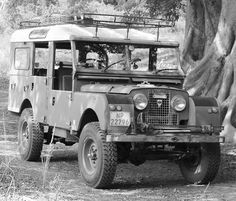Land Rover 107 Series One Station Wagon. Wondrfeul for me. Lobezno.                                                                                                                                                                                 More