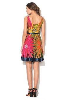 Šaty s farebnou potlačou