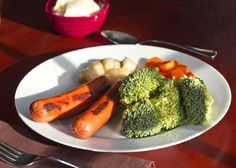 Military Diet: Lose Up To Ten Pounds In Three Days *** DINNER DAY TWO *** 2 hot dogs (no buns) ~ 1 cup broccoli ~ cup carrots ~ banana ~ cup of vanilla ice cream Weight Loss Menu, Fast Weight Loss, How To Lose Weight Fast, Losing Weight, One Week Diet, 30 Diet, Vegan Coleslaw, Military Diet, Cooking Recipes