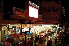 수평선 위로 우뚝 솟은 거대 마천루들, 그리고 트렌디한 레스토랑과 쇼핑몰은 싱가포르를 더욱 세련되고 도시적인 여행지로 완성시킨다. | Lexus i-Magazine Ver.5 앱 다운로드 ▶ www.lexus.co.kr/magazine #Lexus #Magazine #singapore