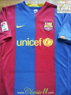Relive Barcelona's 2006/2007 La Liga season with this vintage Nike home football shirt.