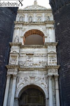 Napoli - Castel Nuovo (o Maschio Angioino) - Primo piano dell' Arco di trionfo