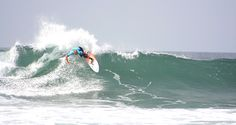 Slater making it look easy in HB, Photo Mike Hardaker   Mountain Weekly News http://mtnweekly.com/sports/surf/kelly-slaters-new-surfboard-company-slater-designs-aka-firewire-surfboards