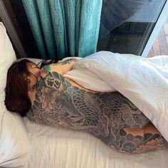 "🇹🇼Taiwan 彫佐 DiaoZuo on Instagram: ""Enjoy your weekend 🤙🏻 #🇹🇼 #彫佐刺青 #日式傳統 #日本伝統刺青 #和彫り #japan #japanese #japanesetattoo #diaozuotattoo #tattoolife #taiwan #tattooartist…"" Sweet Tattoos, Hot Tattoos, Body Art Tattoos, Girl Tattoos, Tattoos For Women, Tattooed Women, Full Tattoo, Tattoo You, Japanese Tattoo Designs"