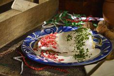La receta de Auténticos Chiles en Nogada es una preparación clásica dentro de las recetas mexicanas. Es un platillo tradicional en nuestra cocina, siendo una de las preparaciones más deliciosas de la gastronomía de nuestro país