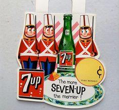 7 Up Soda Bottle Topper Sign Display Christmas Vintage Vintage Advertising Signs, Vintage Advertisements, Vintage Ads, Vintage Food, Vintage Signs, Christmas Ad, Christmas Displays, Xmas, Soda Machines