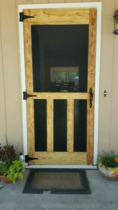 Another pallet screen door. pallet projects in Wood Screen Door, Wooden Screen, Screen Doors, Diy Pallet Projects, Wood Projects, Pallet Ideas, Pallet Door, Building A Porch, House With Porch