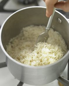 You'll make perfect white rice every time with this Martha Stewart-approved recipe. Learn Martha's method for making white rice, which takes under 30 minutes. Stove Top Rice, Rice On The Stove, E Cooking, Cooking Recipes, Cooking Bacon, Cooking Videos, Cooking Light, Naan, Rice Krispies