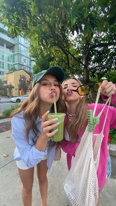 spotify linked Cute Friend Pictures, Best Friend Pictures, Cute Photos, Friend Pics, Summer Girls, Oki Doki, Shotting Photo, Insta Photo Ideas, Skinny