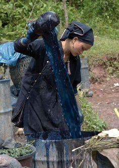 Yao Mun woman dyeing material with indigo <p><a href='http://www.asianartnewspaper.com/sites/default/files/articles_additional/Yao%20Mun%20woman%20doing%20indigo%20dyeing.jpg'>Download Original</a></p>
