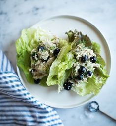 Hi everyone :)) @itsme.charlotte here sharing a super easy chicken salad recipe—it's the perfect recipe to prep over the weekend so that you have a quick and easy grab and go meal at your fingertips during the week. Here's what you need: 4 cups shredded chicken, 1.5 cup blueberries or grapes (halved,) .5 cup green onion (chopped,) 2 tablespoons flat leaf parsely (finely chopped) + 1 cup avo-mayo. Avo-mayo recipe ::: 2/3 cup mashed avocado, 1/2 cup water, 2 cloves garlic, 2 tablespoons lemon…