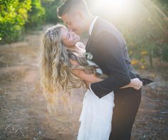 Putting together your wedding photo short list? Here are some pretty picture ideas you might want to include.