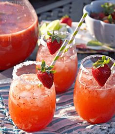Strawberry Margarita Punch | What better way to celebrate summer with some delicious cocktails. Serve these and your summer party will be a big hit! Big batches of sangria, prosecco and punch are perfect for summer entertaining since they are light and crisp in flavor. Because sunshine and sangria go hand in hand! #summercocktails #cocktailrecipes #sangria #mimosa