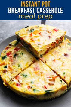 With eggs, bacon, spinach, bell peppers and cheese, this Instant Pot breakfast casserole is simple to prep, healthy, and so flavorful. Make it ahead and reheat for easy breakfasts through the week. Cooker Recipes, Crockpot Recipes, Clean Recipes, Healthy Recipes, Freezer Recipes, Healthy Meals, Healthy Egg Breakfast, Breakfast Recipes, Pancake Bites