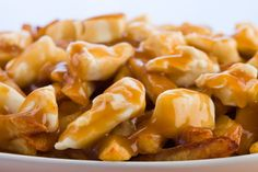 Easy recipe of homemade poutine sauce Canadian Cuisine, Canadian Food, Poutine Recipe, Poutine Gravy Recipe Quebec, Sauce Recipes, Cooking Recipes, Keto Recipes, Popular Cheeses, My Best Recipe