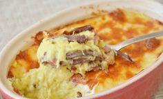 O Escondidinho Delícia de Carne Seca é uma receita muito fácil de fazer e deliciosa. Todos vão amar e você receberá milhares de elogios! Veja Também: Escon