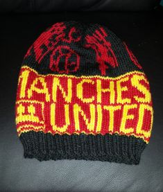 Manchester United, Mittens, Knitted Hats, The Unit, Knitting, Blogging, Fingerless Mitts, Tricot, Knit Caps