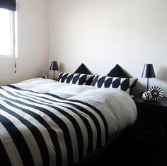 tuuliさんの、ベッド,ブログ更新しました,モノトーンの部屋,モノトーン,白黒,ベッド周り,のお部屋写真