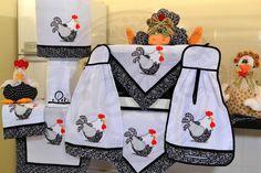 Itens para cozinha em bordado patchwork - galinha com barrado preto