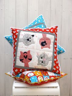 Kitty Cats cushion applique pattern PDF Three cute applique patterns to make fun and adorable cat cushions. The finished size of two cushions is the smaller one is 16 The Applique Cushions, Sewing Pillows, Applique Quilts, Cat Quilt, Quilt Baby, Applique Patterns, Quilt Patterns, Motifs D'appliques, Cat Cushion