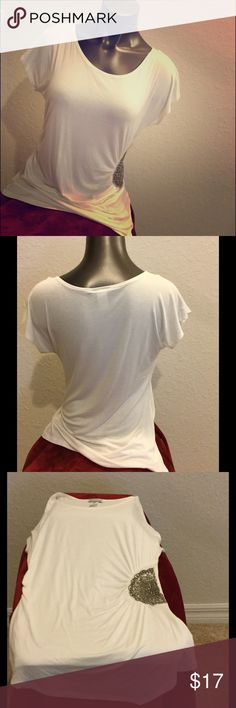 NWOT Bleeker & McDougal White Top with beaded side NWOT Bleeker & McDougal White Top with beaded side.  Size XL.  Never worn.  95% rayon.  5% spandex.  Chest:  approx 20in; length: approx 28.5 in.  Gathered along sides.  Beaded design along right side.  Very cute top!🌟🆕💞🌺 Bleeker & McDougal Tops