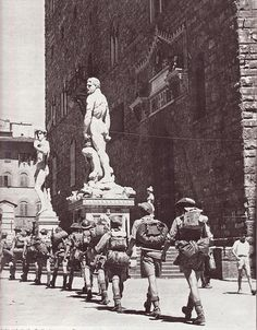 Italian Vintage Photographs ~ II guerra mondiale Allied troops enter in Florence
