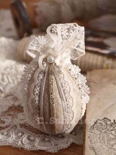 easter linen and lace chantal sabatier Easter Egg Crafts, Easter Projects, Easter Eggs, Fete Pascal, Easter Egg Designs, Egg Art, Easter Holidays, Linens And Lace, Egg Decorating