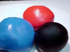 ~ Sugar Teachers ~ Cake Decorating and Sugar Art Tutorials: Coloring Fondant to a Deep Hue