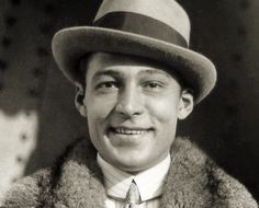 Female Poets, Rudolph Valentino, Horsemen Of The Apocalypse, Silent Film Stars, Star Wars, Great Smiles, Classic Movie Stars, Saint Valentine, Vintage Hollywood