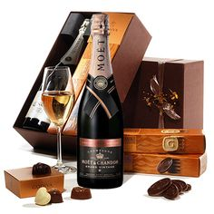 The Godiva Chocolates & Champagne Gift Basket is a beautiful arrangement of the finest chocolates, cookies and premium champagne to toast to good times. Fathers Day Baskets, Champagne Gift Baskets, Basket Flower Arrangements, Gourmet Gift Baskets, Office Items, Champagne Bottles, Chocolate Gifts, Appreciation Gifts, Corporate Gifts