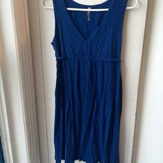 Casual Cotton Dress Blue sleeveless old navy dress with deep v-neck and ties in back. Hits at knee. Great as a beach coverup or casual dress. Old Navy Dresses Midi