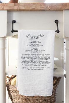 If you're looking to create the perfect Mother's Day gift, look no further than this easy DIY recipe towel art. Personalize it to fit your creativity!