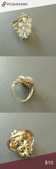 Flower Ring size 7 fashion jewelry Two beautiful flowers in the middle with rhinestones around Jewelry Rings