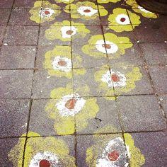 A wonderful #Marimekko #unikko inspired chalk art! For more, visit https://instagram.com/kiitosmarimekko